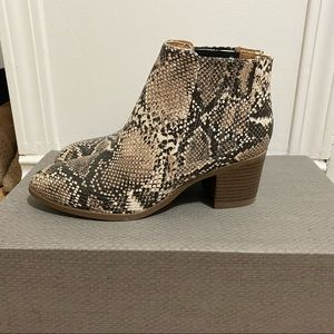 NEW Size 6 Maurices Snakeskin Booties